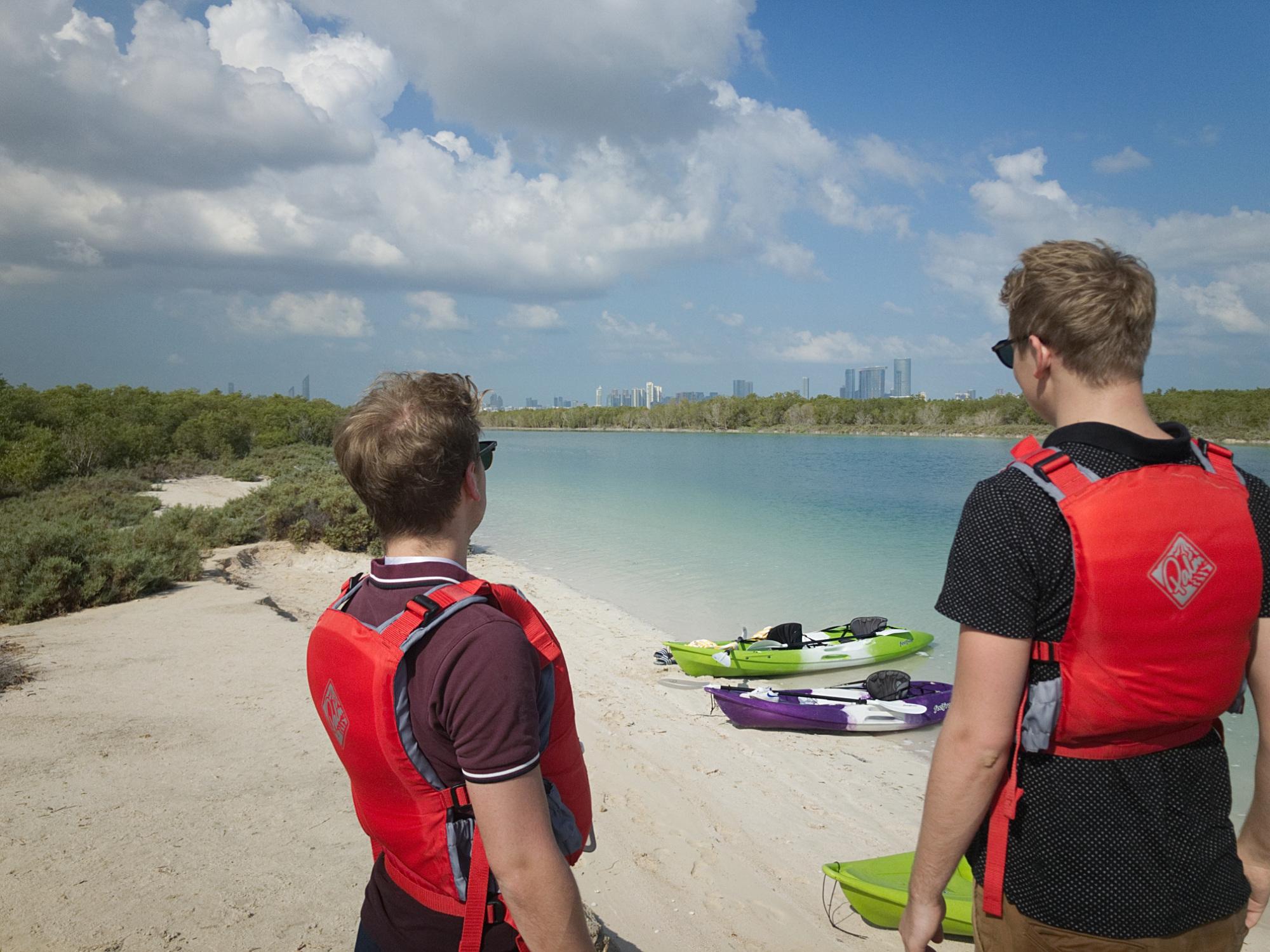 Kayaktour in den Mangroven Abu Dhabis