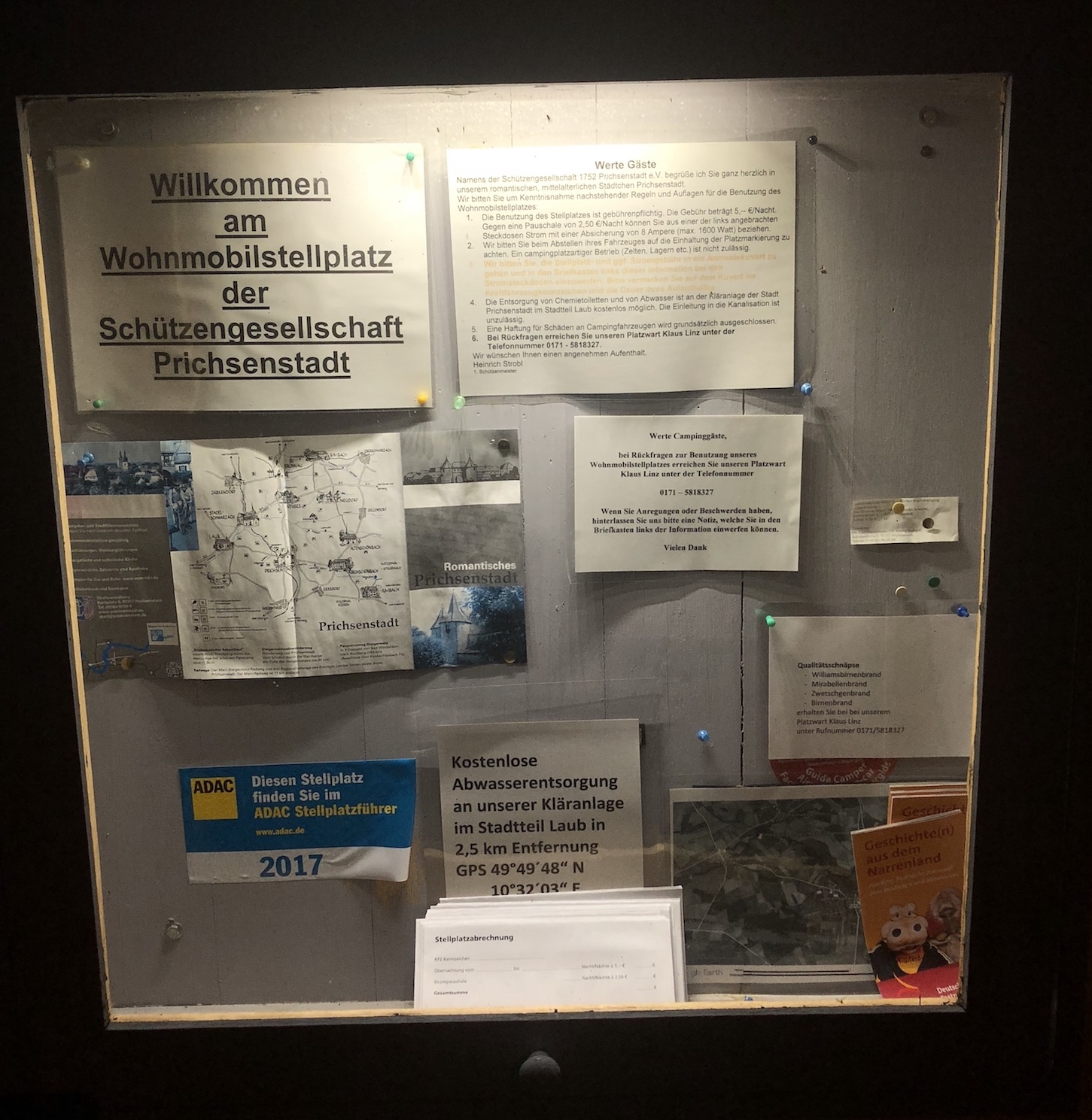 Informationskasten am Wohnmobilstellplatz am Schützenhaus in Prichsenstadt