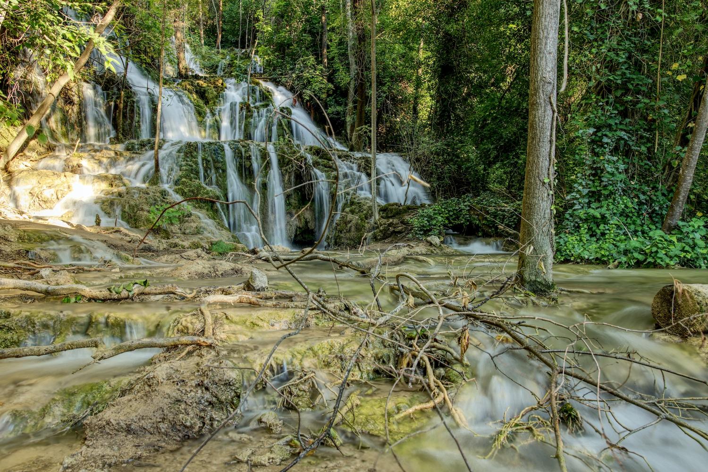 Einer der zahlreichen Wasserfälle in einer HDR-Langzeitbelichtung