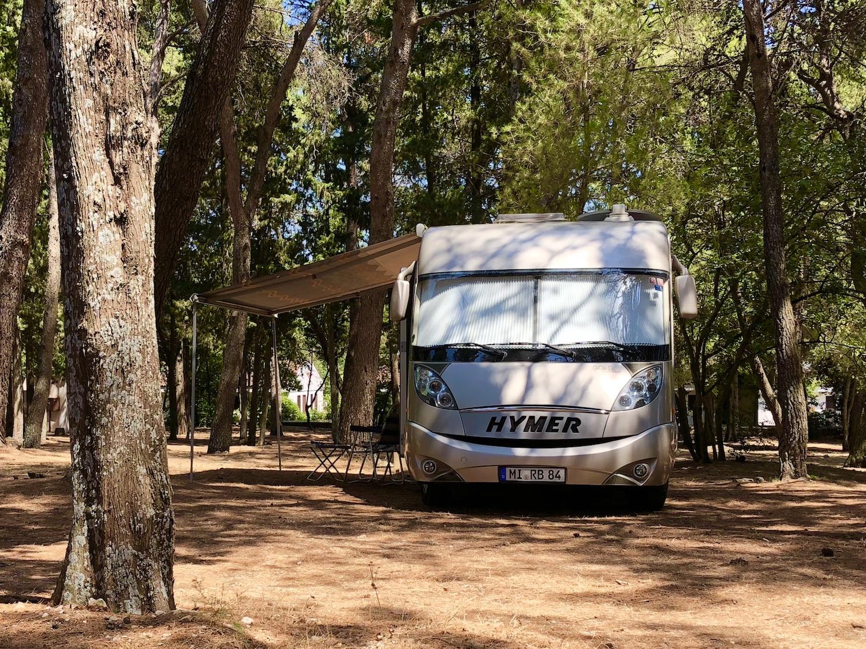Das Wohnmobil auf dem Campingplatz Jurjevac in Starigrad