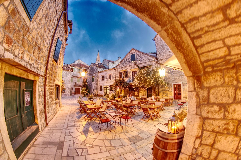Das Restaurant La Gitana in den Gassen von Starigrad