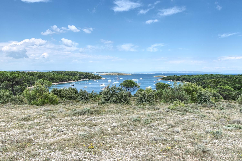 Die Bucht Portic am Kap Kamenjak erfreut sich auch bei Wassersportlern großer Beliebtheit