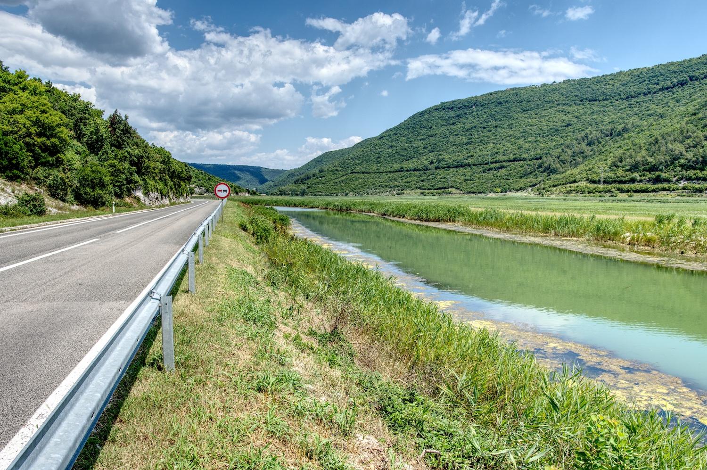 Grüner Fluss kurz vor Raša