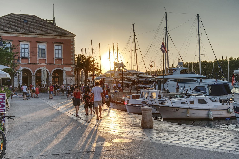 Sonnenuntergang im Hafen von Starigrad