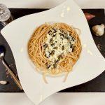 Rezept für Nudeln in Sahne-Birnen-Gorgonzola-Sauce mit Kürbiskernen