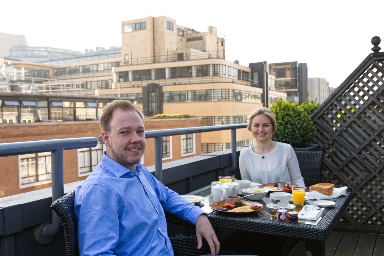 Frühstück auf unserer Dachterrasse des Chamberlain Hotels
