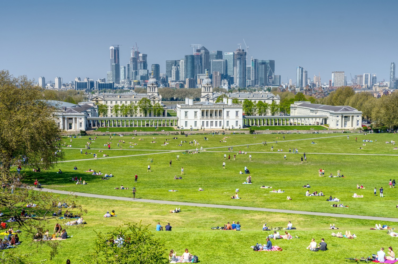 Greenwich Park mit dem Queens House und Cannary Wharf im Hintergrund
