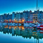Der Hafen von Honfleur zur blauen Stunde