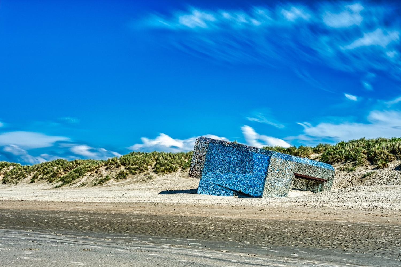 Verspiegelter Bunker am Strand von Dunkerque