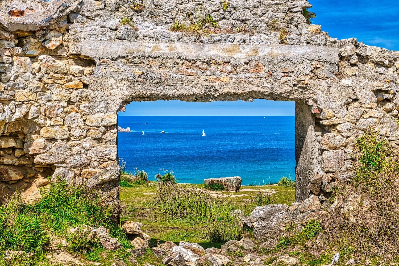 """Ruinen des Hauses """"Manoir De Coecilian"""" des Schriftstellers und Dichters Saint-Pol-Roux in Camaret sur mer"""