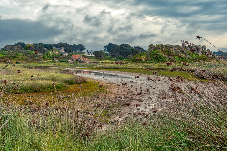 """Wie im Auenland: Landschaft auf der gegenüberliegenden Seite des """"Haus zwischen den Felsen"""""""
