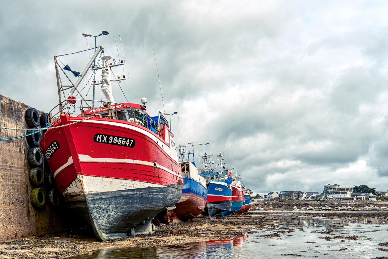 Fischerboote warten auf Ihren Einsatz im Hafen von Roscoff