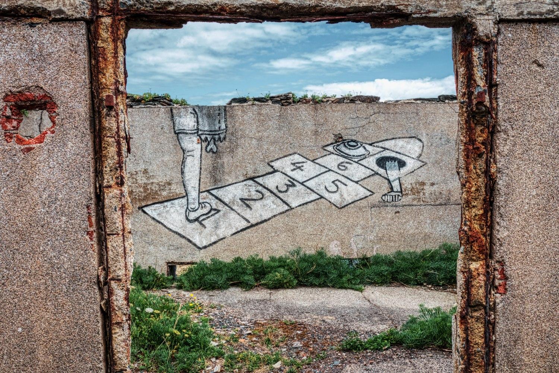 """Einige Ruinenteile der """"Îlot des Capucins"""" wurden mit teilweise gruseligen Grafittis verziert"""