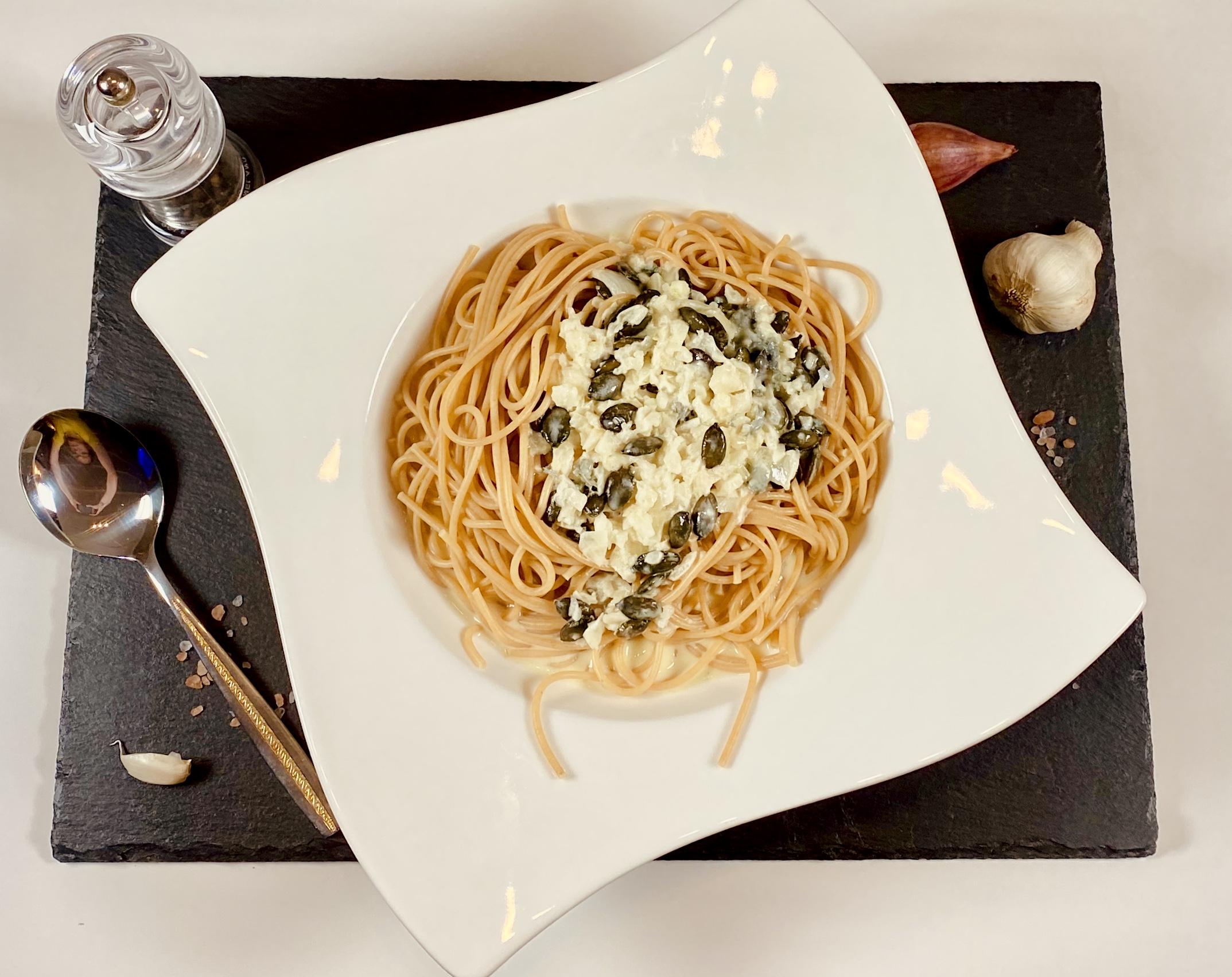 Sahne-Birnen-Gorgonzola-Sauce mit Kürbiskernen aus dem Thermomix