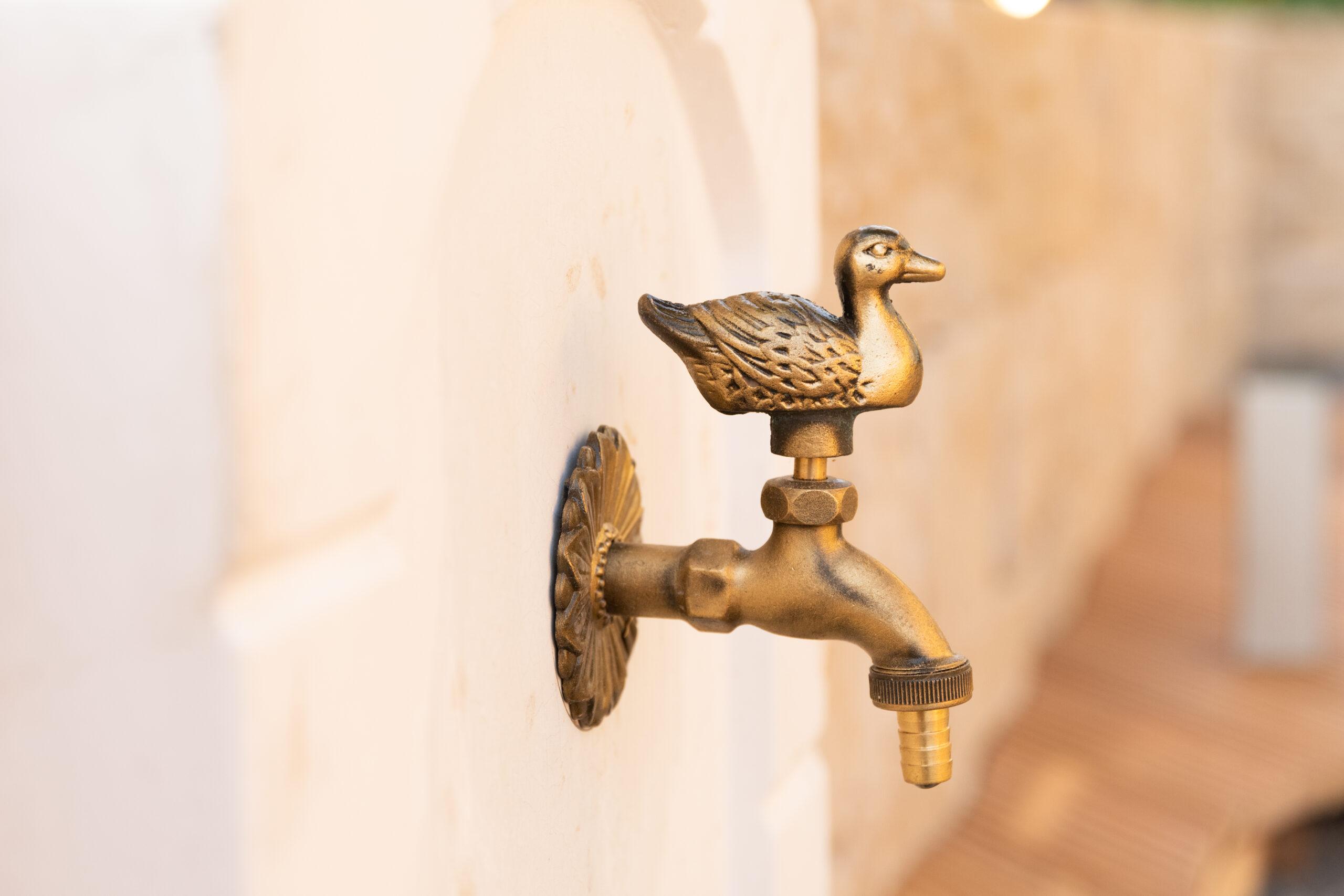 Eine Ente als Wasserhahn. Importiert aus dem Griechenlandurlaub.