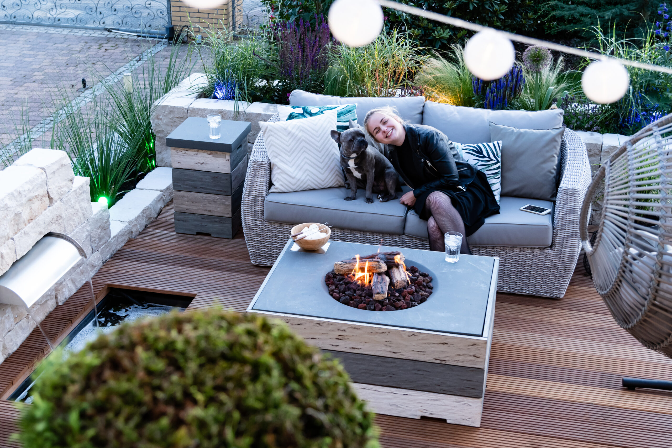 Our happy cocooning fire table in Nice & Nasty design