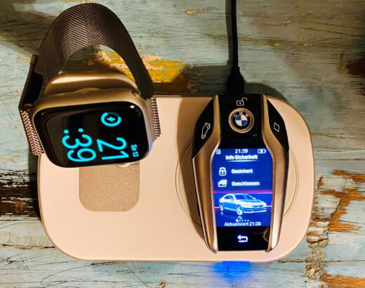 Charging the BMW Display Key on a wireless Qi charging station