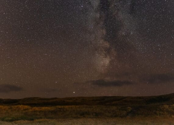 Die Milchstrasse über den Dünen - Grundeinstellungen für die Astrofotografie und Zeitrafferaufnahmen