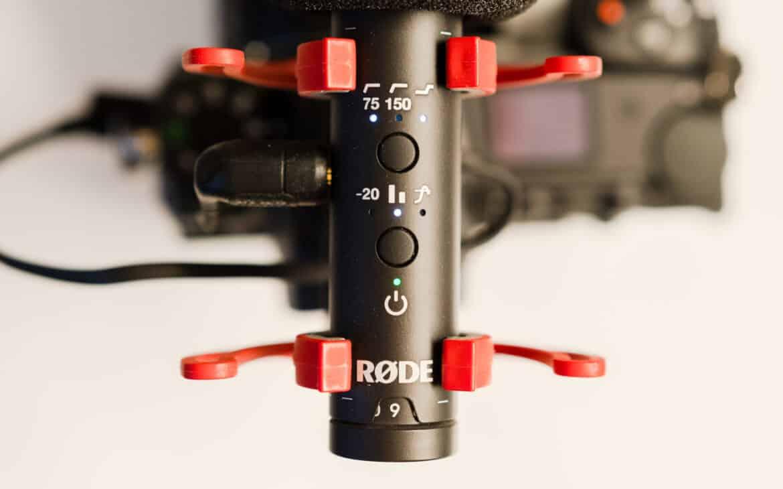 Alle Funktionstasten und LEDs des Røde VideoMic NTG Mikrofons.
