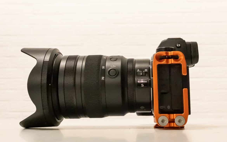 Z6II mit Ellie PD und Nikkor 24-70mm 2.8. Alle Schächte und Anschlüsse sind frei - alles sitzt perfekt.