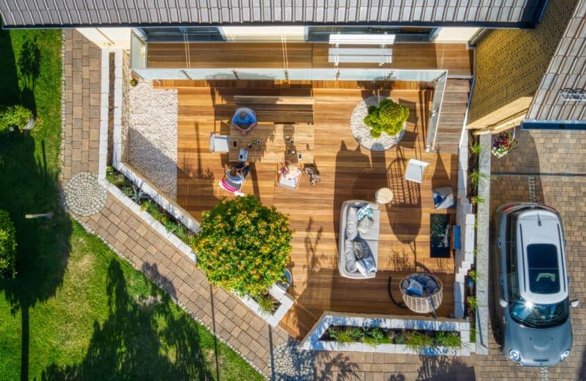 Bangkirai und Teakholz auf der Terrasse ölen – Satte Farben, bessere Haltbarkeit?