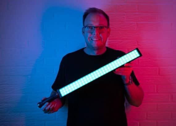 Rollei Lumen Stableuchte für Beleuchtung von Videoaufnahmen und Fotoshootings: Entweder im Farbmodus oder mit Weißlicht.