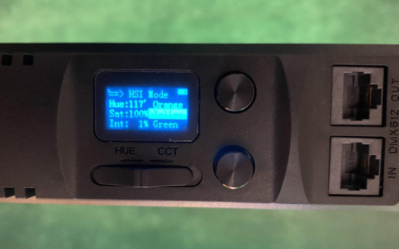 Display der Rollei Lumen Stableuchte während des Farb-Modus.