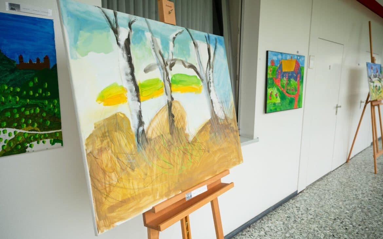 Bei Gloria in Wadersloh werden Kunstwerke von Menschen mit Behinderung ausgestellt, welche im zuge der Kunstkurse der Diakonie Stiftung Salem entstanden sind.